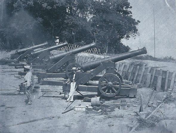 フランス軍に占領された長州藩の砲台(ベアト撮影)