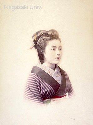 縞柄が似合う女性(明治時代の美人ランキング)