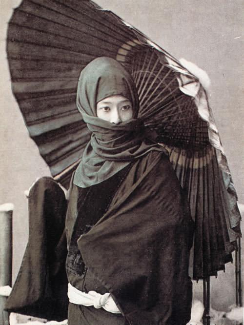 お高祖頭巾の女性(日下部金兵衛撮影、明治時代の美人)