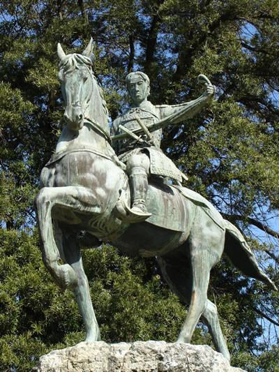 高杉晋作、功山寺挙兵の銅像