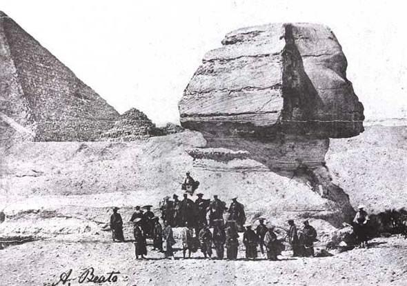 幕末の侍とスフィンクス(1864年、第二回遣欧使節の記念撮影)