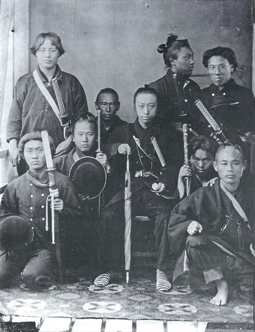 島津珍彦と薩摩藩兵(珍彦は写真中央、現代にも通用する幕末のイケメンランキング)