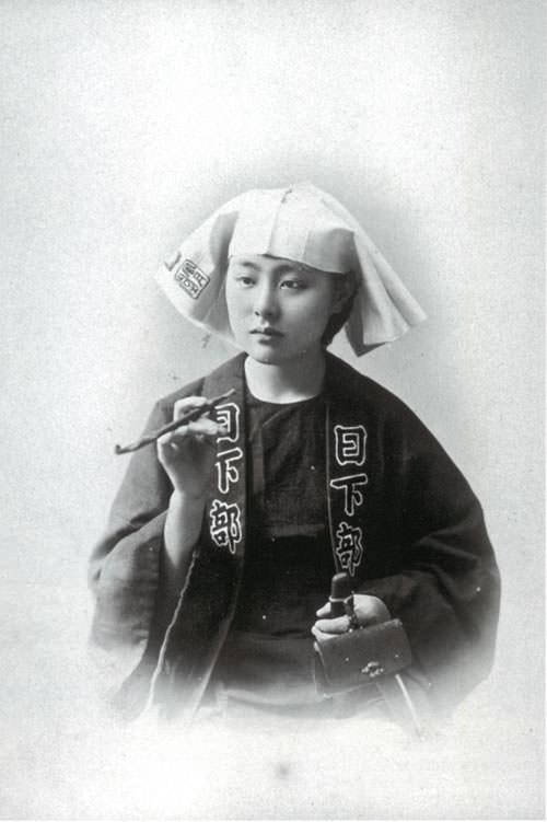 半纏を着た女性(日下部金兵衛撮影、明治時代の美人ランキング)
