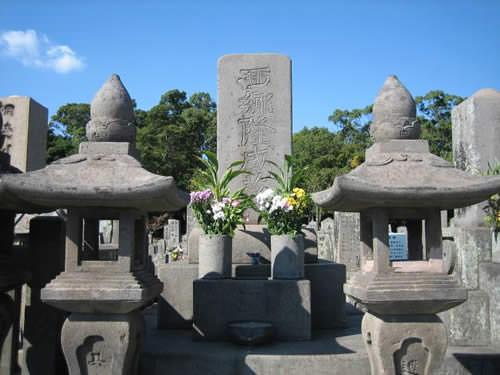 西郷隆盛の墓(南洲墓地)の ...